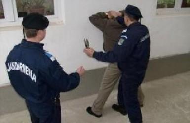 Jandarmii, la discuţii cu scandalagii din blocul C3 din municipiu