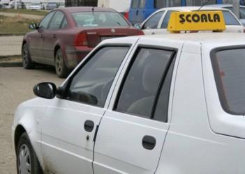 Adolescenţii pot începe mai devreme şcoala de şoferi