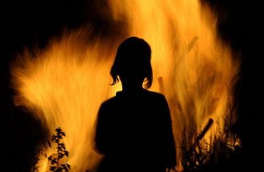 O tânără a ajuns la spital cu arsuri grave
