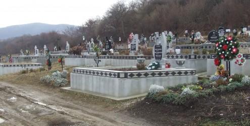Minor trimis în judecată pentru profanare de morminte