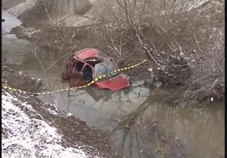 Cinci sălăjeni au plonjat cu maşina în pârâul Nadăş