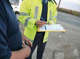 În trafic, cu numere expirate şi fără permis de conducere