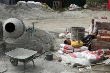 Criza a făcut ravagii în Sălaj: aproape 5.000 de şomeri în industrie şi construcţii