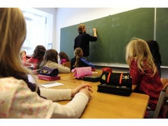Profesorii nu-şi pot înscrie prioritar copiii la şcolile unde predau