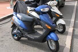 Mopediştii nu pot intra, încă, în legalitate