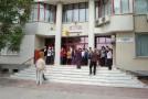 Protestele de la Poştă continuă: angajaţii pichetează sediul Oficiului Judeţean