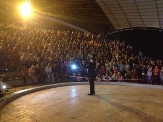 """Proiecţia filmului """"Usturoi"""" a adunat sute de spectatori"""