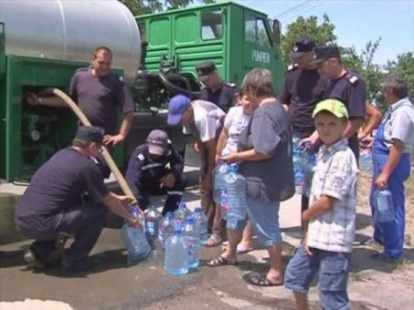 Pompierii alimentează cu apă locuitorii din două sate sălăjene