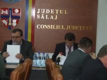 Înainte de alegeri,  Consiliul Judeţean împarte banii pentru drumuri