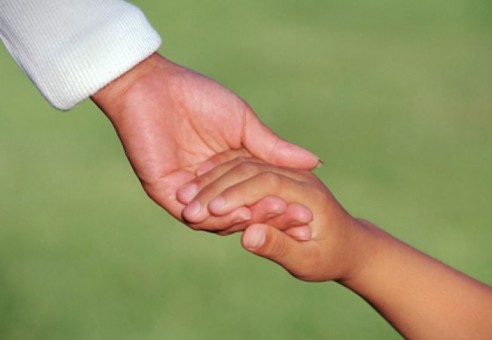 După mai bine de nouă ani s-a înfăptuit minunea! Primul copil din Sălaj adoptat internaţional