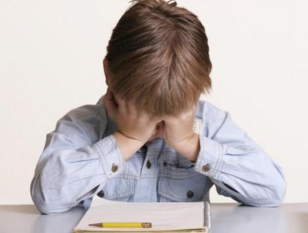 Trist, dar adevărat! Sute de minori din Sălaj îşi aşteaptă acasă părinţii plecaţi la muncă peste hotare