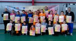 Elevele Şcolii Gimnaziale din Dragu promovează identitatea naţională prin oină