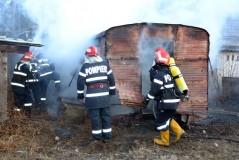 Rulotă distrusă de flăcări