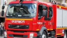 Autoturism cuprins de flăcări într-o parcare din Zalău