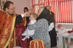Copiii instituţionalizaţi de la Cehu Silvaniei au primit Taina Sfântă a Botezului