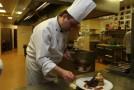 Salarii de 2.000 de euro pentru bucătari şi ospătari