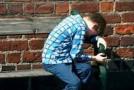 Sute de minori îşi aşteaptă acasă părinţii plecaţi la muncă peste hotare