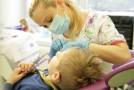 """Zâmbetul ştirb al statului: Părinţii plătesc bani grei pentru sănătatea dentară """"gratuită"""" a copiilor"""