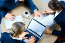 Sute de părinţi au renunţat la concediul pentru creşterea copilului
