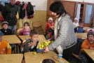Primele mere au ajuns miercuri pe băncile şcolarilor