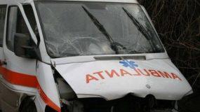Accident cu două victime în Crasna: o ambulanță a fost implicată în coliziune