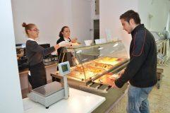 Aproape 1.300 de elevi sălăjeni vor beneficia de masă şi cazare gratuite