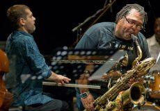 Muzicienii Alex Harding şi Lucian Ban concertează la Zalău