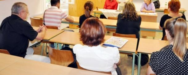 Aspiranţii la un post de director de şcoală intră în examen