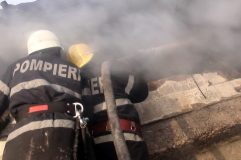 Incendiu pornit de la o scânteie