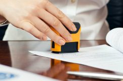 Funcţionarul care îţi solicită ştampilă pe documente va fi sancţionat disciplinar