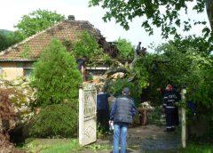 Raportul Prefecturii Sălaj: sute de case, instituții și rețele de electricitate afectate de furtună