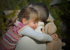 Părinții adoptivi ar putea primi până la 900 de lei lunar pentru fiecare copil adoptat