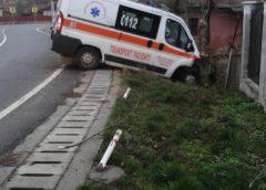 Ambulanţă implicată într-un accident grav în Băbeni. Pacienta a murit