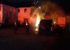 Incendiu la un service auto din Crișeni. Pompierii au intervenit cu șase autospeciale